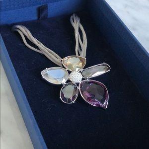 Beautiful Swarovski heritage flower necklace